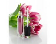 Envase Lip Gloss de 7,5ml y tapa negra.